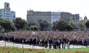 'Não tenho medo', gritam as pessoas em Barcelona