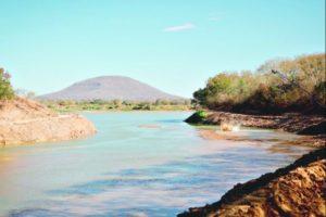 Falta de água vira rotina em várias cidades de Minas