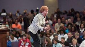 Evangelista de 85 anos prega para um milhão de muçulmanos