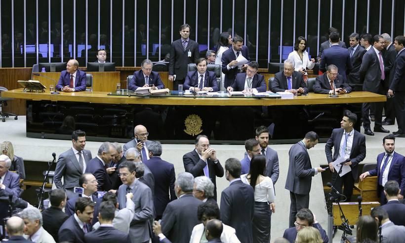 Após manobra, deputados aprovam urgência para votar fundo eleitoral
