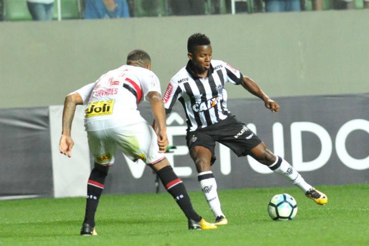 Oswaldo fala em torção, mas diz que conta com Cazares no próximo jogo do Atlético