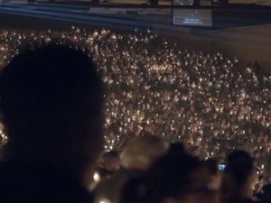 Após matança em Las Vegas, supervigília reúne três mil pessoas
