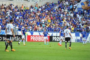 Na 'ressaca' do penta, Cruzeiro empata com líder Corinthians e segue em quinto lugar