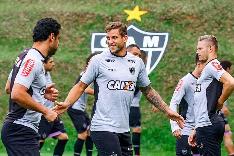 Rafael Moura 'cobra' Oswaldo, fala sobre possível renovação com o Atlético e destaca rendimento físico aos 34 anos
