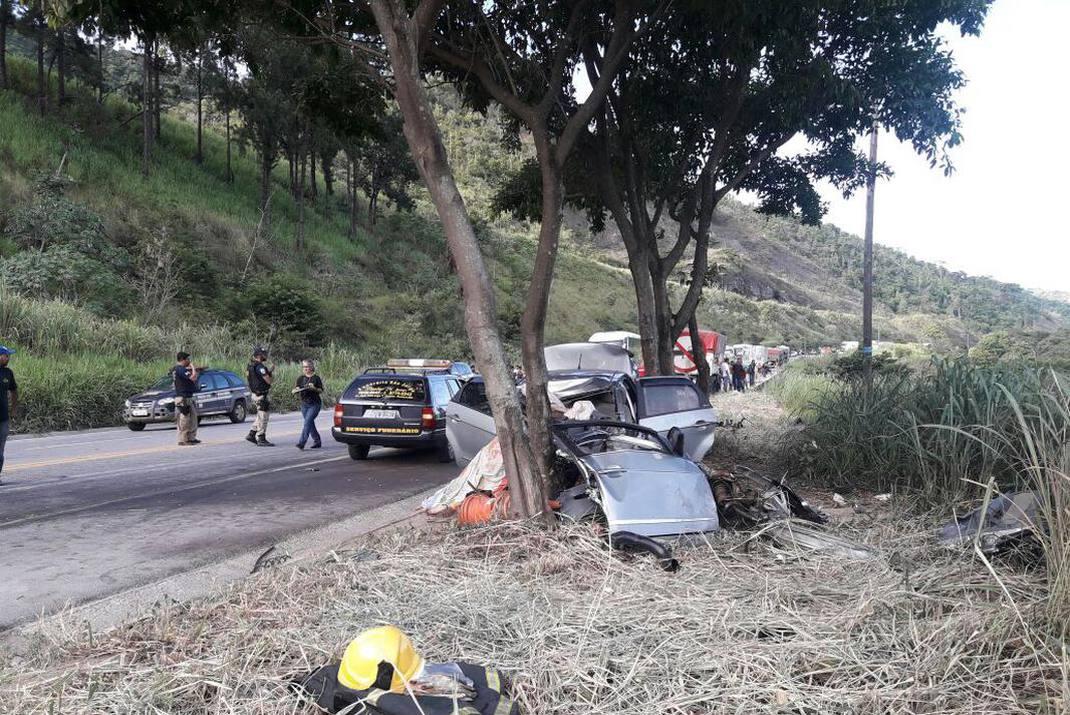 Grave acidente deixa três mortos e fecha BR-381 em Antônio Dias