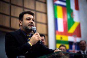 """A esquerda quer reinventar a raça humana"", diz Marco Feliciano"