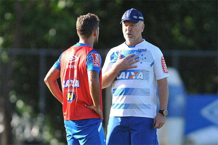 Mano indica substituto de Fred e mostra provável Cruzeiro que enfrentará o Tupi