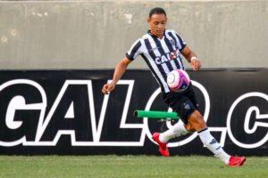 Movimentação constante, finalizações, poucas chances e falta de gols: os primeiros jogos de Ricardo Oliveira no Atlético