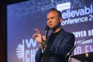 """Professor de teologia desafia ateus: """"Sem cristianismo, não haveria civilização"""""""