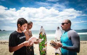 Surfistas de Cristo levam o evangelho às praias do Brasil