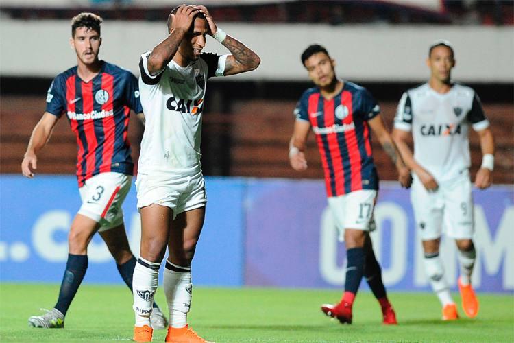 Atlético tem atuação apática e perde para time misto do San Lorenzo na estreia na Copa Sul-Americana