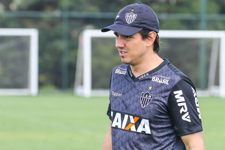 Larghi admite a possibilidade de poupar jogadores do Atlético na Copa do Brasil