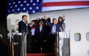 Missionários libertados pela Coreia do Norte são recepcionados por Trump