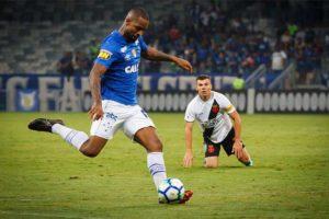 Dedé 'vira atacante' e se torna segundo melhor finalizador do Cruzeiro na Série A