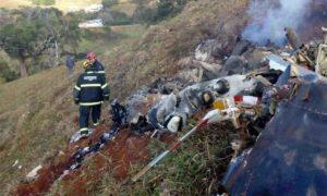 Bombeiros retomam buscas por vítimas de queda de helicóptero no Sul de Minas
