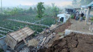 Mais de 500 pessoas bloqueadas após terremoto na Indonésia