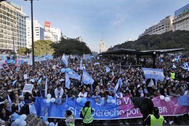 Um milhão de evangélicos argentinos nas ruas contra o aborto