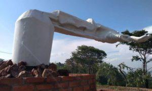 Tempestade que dobrou estátua de Cristo em Buritizeiro pode se repetir