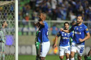 Cruzeiro completa domingo de festa com vitória elástica sobre a Chapecoense