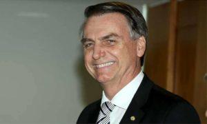 Bolsonaro retorna a Brasília na terça e deve anunciar novos ministros