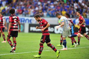 Com dois golaços, Everton Ribeiro dá show no Mineirão e comanda vitória do Flamengo sobre o Cruzeiro