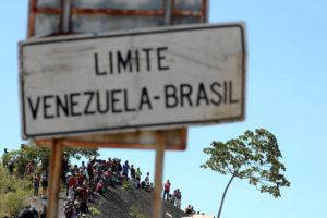 Militares venezuelanos matam dois e ferem quinze na fronteira com Brasil
