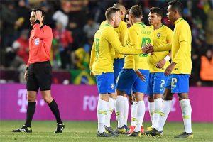 Brasil 'acorda' no segundo tempo e bate tchecos em último teste para Copa América