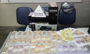 PM prende homem que mantinha 'fábrica' de dinheiro em casa, em BH