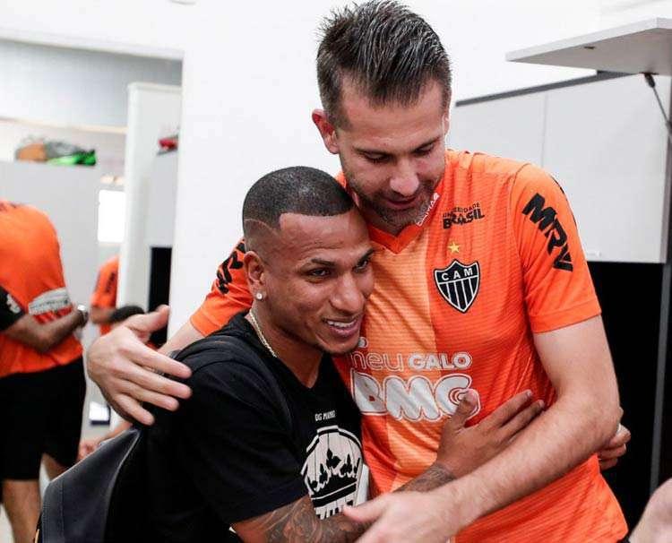 Victor vê clássico como grande teste e exalta chegada de estrangeiros ao Atlético