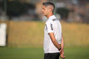 Sem Fábio Santos e com teste no ataque, Atlético se prepara para encarar Botafogo