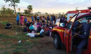 Batida entre ônibus e duas motocicletas deixa quatro mortos na BR-365, em Minas