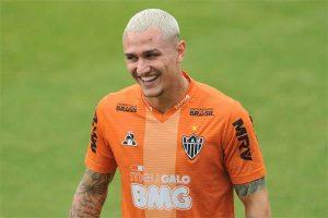 Pedida salarial afasta Vinícius do Botafogo; Atlético quer negociar meia