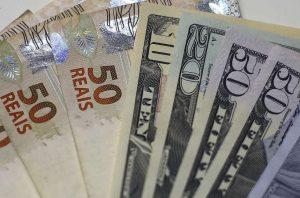 Dólar volta a subir após novos casos do Covid-19 na China