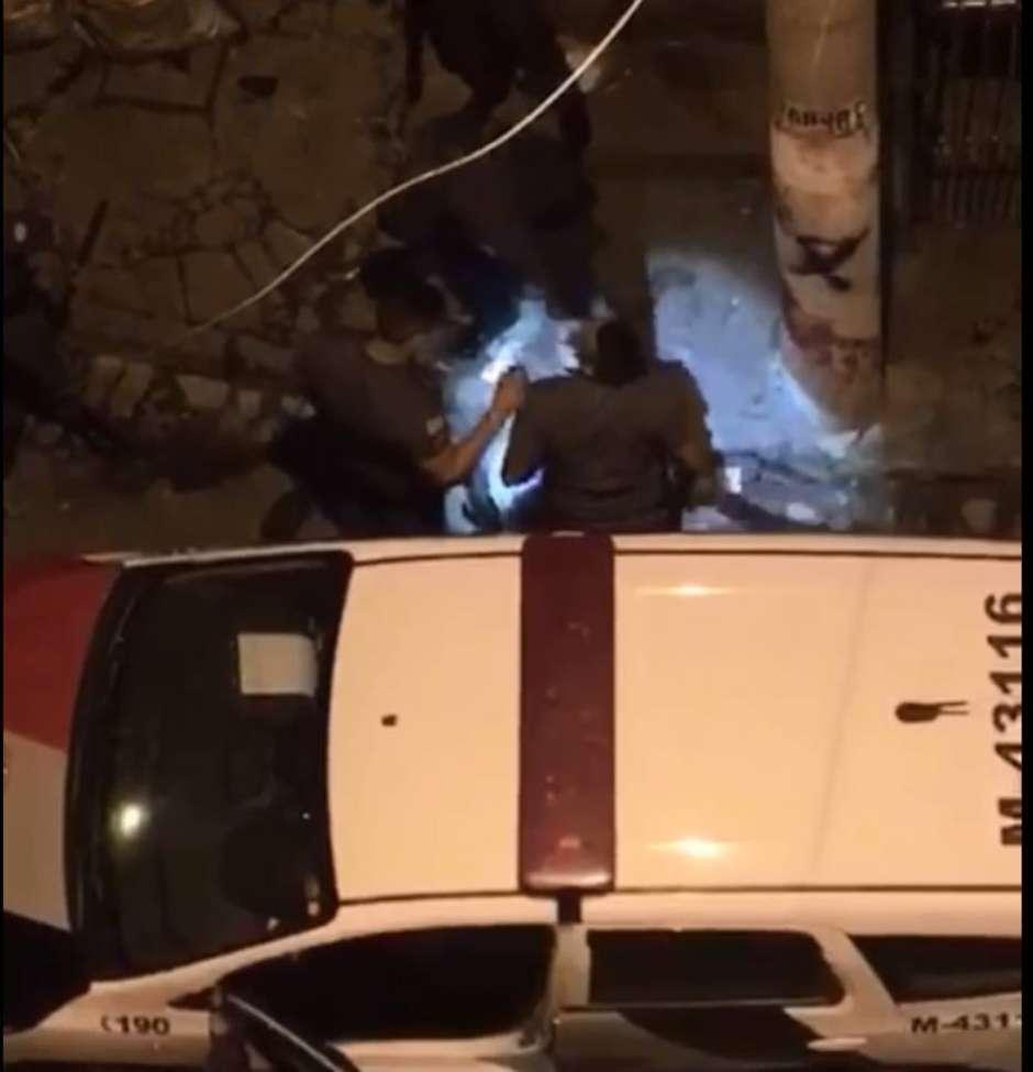Oito policiais são presos após gravação mostrar agressões
